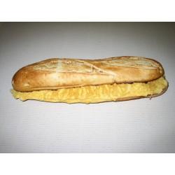 Bocadillo baguette Parisino con patatas y bebida